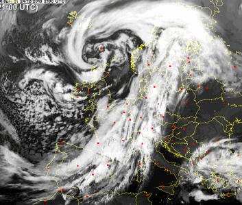 Ciklons DIRK- nesa vētru , plūdus un siltuma rekordus Eiropā.